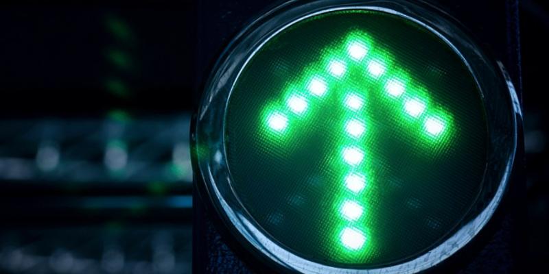 зеленая стрелка вверх, светофор тайланд