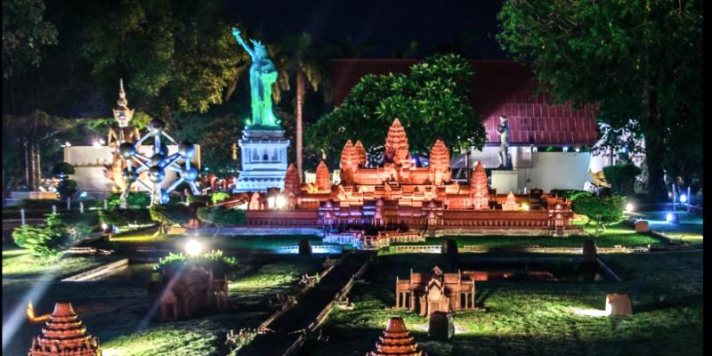 Мини Сиам Паттайя ночью
