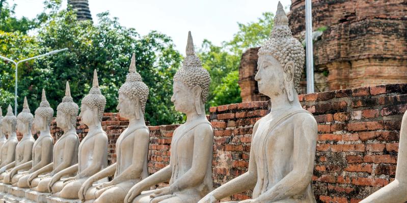 Будда в Таиланде, аллея в Тайланде