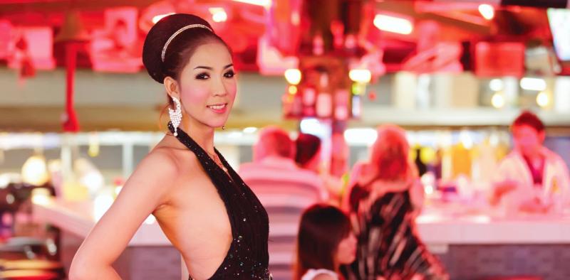 Тайка, тайская девушка, тайская девушка с прической в баре