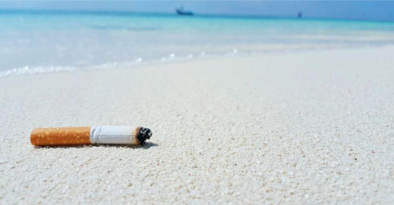 Курение на пляже в Тайланде