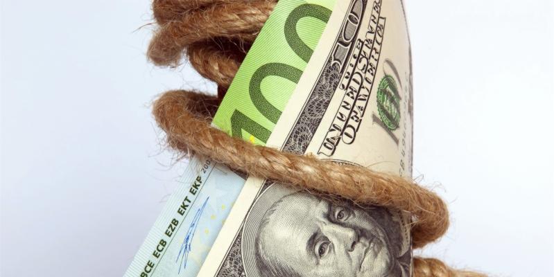 Деньги, доллары и евро, штрафы в Тайланде