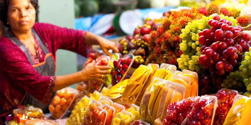 фрукты тайланда, азиатские фрукты, нарезанные тайские фрукты