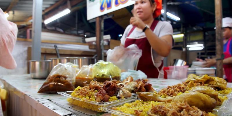 Уличная еда на рынке в Таиланде, street foo Thailand