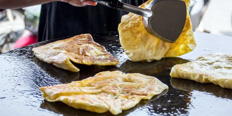 Тайские блинчики Роти, блины Тайланда, Roti тайские банановые блинчики, уличная еда Таиланда